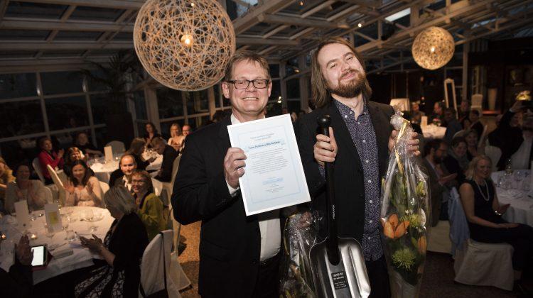 Tutkivan journalismin Lumilapio-palkinto Tuomo Pietiläiselle ja Niko Vartiaiselle kuntapäättäjien rikostaustojen selvittämisestä ja tiedon jakamisesta useille maakuntalehdille